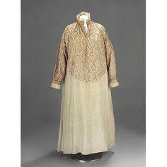 Smock     Place of origin:     England, Great Britain (made)     Date:     1560 - 1580 (made)     Artist/Maker:     Unknown (production)     Materials and Techniques:     Linen, linen thread, silk thread; hand-woven, hand-embroidered, hand-sewn     Museum number:     T.326-1982     Gallery location:     In Storage