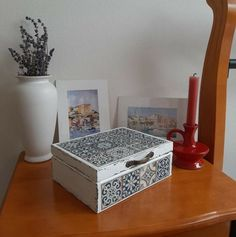 Beautiful white and blue tile wooden box with rustic dark brown inside. Wooden Jewelry Boxes, Wooden Boxes, Blue Tiles, Tea Box, Support Small Business, Jewellery Box, Marketing And Advertising, Dark Brown, Create Yourself