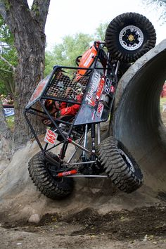 rock crawling jeep - Having fun. Cool Trucks, Cool Cars, Mini Buggy, Offroad, Monster Trucks, Rc Autos, 4x4 Off Road, Four Wheelers, Suspension Design
