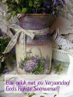 What a great idea for an old milk jug. Painted and decoupage a print from old fashioned wrapping paper or a photo. Vintage Shabby Chic, Shabby Chic Decor, Lace Decor, Painted Milk Cans, Deco Champetre, Lavender Cottage, Rose Cottage, All Things Purple, My Favorite Color