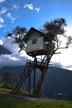 Tree House located in Baños de Agua Santa Ecuador, this house is located at the property of the watcher of the Tungurahua Volcano, a wonderful place to reflect about the wonders of nature    Location: Baños de Agua Santa, Tungurahua , Ecuador