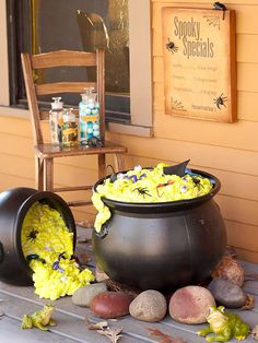 Outdoor Cauldron Fill two plastic cauldrons (found at Halloween stores) with spray-foam insulation; let dry. Use spray paint to add a yellow-green tint to the dried insulation. Tip one cauldron on its side and adorn with creepy-crawly items. Halloween Decorations To Make, Theme Halloween, Outdoor Halloween, Holidays Halloween, Spooky Halloween, Halloween Crafts, Happy Halloween, Halloween 2016, Halloween Stuff