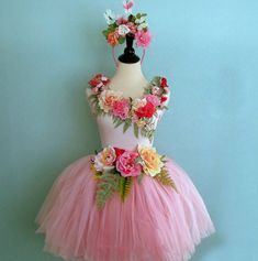 13 Ways to Be a Fashion Forward Fairy This Halloween via Brit + Co.(fairy dress … 13 Ways to Be a Fashion Forward Fairy This Halloween via Brit + Co. Fairy Costume Kids, Fairy Halloween Costumes, Halloween Kostüm, Diy Costumes, Costumes For Women, Halloween Fashion, Halloween Festival, Faerie Costume, Flower Girls