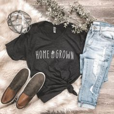 Rosebud's Best Sellers Home Grown Corn Graphic Tee, Farm Graphic Tee, Rosebud's Designs and Apparel, Graphic Tee Outfits, Graphic Shirts, Country Shirts, Country Outfits, Farm Outfits, Chemises Country, Fashion Models, Emo Fashion, Tees For Women