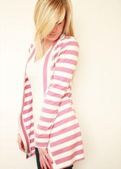 Elle Apparel: Striped Cardigan -- looks hard, but totally worth it! Cardigan Verde, Striped Cardigan, Cardigan Pattern, Knit Cardigan, Long Cardigan, Striped Knit, Purple Cardigan, Fashion Sewing, Diy Fashion