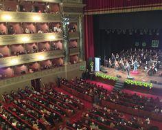 Concerto di beneficenza al Teatro Donizetti di Bergamo, Sanremo Festival Orchestra e Banda della GdF. Sul palco Fausto Leali