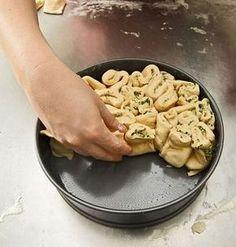 Kräuter-Zupfbrot in der Springform, ein beliebtes Rezept aus der Kategorie Brot und Brötchen. Bewertungen: 110. Durchschnitt: Ø 4,7.
