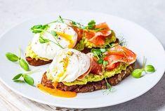 Cette astuce étonnante permet de pocher un œuf en une minute au micro-ondes et elle va vous changer la vie Batch Cooking, Minute, Eggs, Breakfast, Kitchen, Tiramisu, White Vinegar, Morning Coffee, Cooking