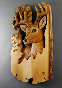 Ciervo tallado en madera talla de madera con corteza por DavydovArt