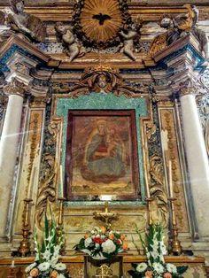Frescos of S Mary were painted using  saffron for color Affresco della Madonna dell'arco realizzato con i pistilli di Zafferano #navelli #abruzzosegreto #travel #italy #civitaretenga #abruzzo