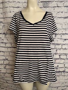 5ae3b954e15fe Old Navy Plus Size Women XXL Top Navy Blue White Striped Short Sleeve Shirt  2X