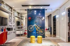 quarto menino bicicleta