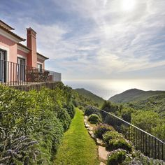 Your own piece of paradise 🌅  Stunning V6 located in the famous village of Biscaia, between Malveira da Serra and Azoia with exuberant views over the mountain and the ocean 🙌  For more info please contact us: 📥 @sothebysrealtyestoril 📞 (+351) 919 228 919 💻www.sirpt.com R.102200128 📧 estoril@sirpt.com 📸 @openhouserealestatephotograpy . . . #sir #sircletheglobe #potd #realestate #sothebysrealty #investinportugal #onlysothebysrealty #portugalrealestate #estoril #cascais #listing #home… Paradise, Mountain, Real Estate, Ocean, Mansions, House Styles, Home, Manor Houses, Real Estates