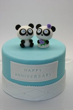 looks about what my anniversary cake will look like :) pandas !