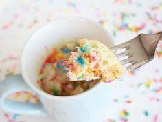 TheCakingGirl: Simple Easy Mug Cake Recipes! - How To Make a Mug Cake Tutorial Best Mug Cake Recipes, Mug Recipes, Dessert Recipes, Cooking Recipes, Steak Recipes, Confetti Mug Cake, Rainbow Cake Tutorial, Easy Mug Cake, Cupcake Cakes
