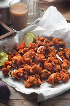 Close up shot of chicken pakora on parchment lined paper. Best Chicken Recipes, Veg Recipes, Kitchen Recipes, Indian Food Recipes, Asian Recipes, Cooking Recipes, Ethnic Recipes, Snack Recipes, Tea Time Snacks