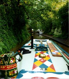 Canal Narrowboat Art colours, patterns and traditions. Castle Painting, Boat Painting, Narrowboat Interiors, Dutch Barge, Boat Decor, Roof Extension, British Country, Boat Art, Canal Boat