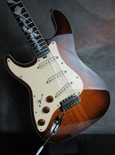 "Hamilton Set Neck Thru Model ""Lefty"" Limited Edition ""Stevie Ray Vaughan"" http://www.waku-ya.com/product/1167"