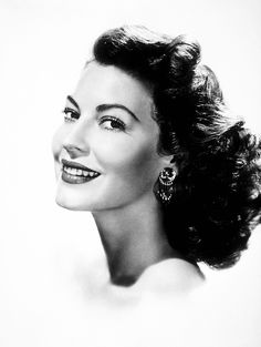 Regilla ⚜ Ava Gardner 1952 Photo by Paul Hesse Old Hollywood Actresses, Hollywood Icons, Old Hollywood Glamour, Hollywood Stars, Classic Hollywood, Vintage Glamour, Vintage Men, Ava Gardner, Divas
