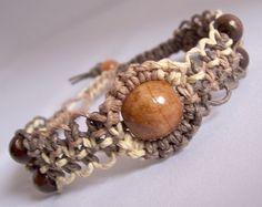Hemp Jewelry Making - Fishbone Design - EzineArticles Submission Diy Hemp Bracelets, Hemp Jewelry, Macrame Jewelry, Macrame Bracelets, Leather Jewelry, Jewelry Crafts, Hemp Bracelet Patterns, Knot Bracelets, Man Bracelet
