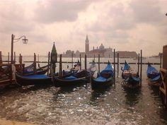 Veneza recebe uma média de 50 mil turistas por dia (estimativa de 2007).  Em 2006, foi a 28a. cidade mais visitada do mundo, com 2,92 milhões de chegadas internacionais.