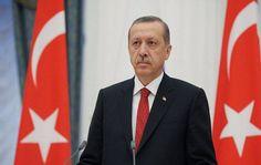 إردوغان يتعهد بإعادة عقوبة الإعدام إذا أقرها البرلمان -                                                  الرئيس التركي رجب طيب أردوغان       صعد الرئيس التركي رجب طيب إردوغان هجومه على الاتحاد الأوروبي قائلا إن تركيا يجب أن تسير في طريقها وتعهد بإعادة عقوبة الإعدام إذا أقرها البرلمان. واتهم إردوغان الذي حضر مراسم إزاحة الستار عن نصب تذكاري لنحو 250 شخصا لقوا حتفهم خلال محاولة الانقلاب العام الماضي بروكسل بالعبث بسعي تركيا منذ عقود للانضمام إلى التكتل الأوروبي. وتختتم الكلمة التي ألقاها…