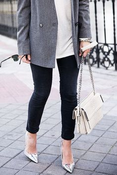 {Black, white, grey} - don't like the oversized jacket, but like the palette, leggings