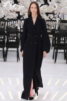 Christian Dior 2014 Couture Sonbahar Koleksiyonu - Raf Simons'ın Fransız geleneğinin ihtişamını bağdaştırdığı,zamanda yolculuğa götüren Dior'un 2014 sonbahar Couture koleksiyonu;