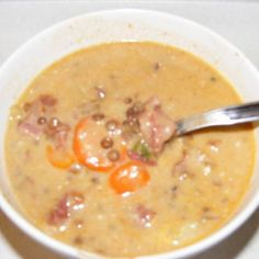 Lencse-gulyás -- Mindmegette.hu Chowder Recipes, Soup Recipes, Vegetarian Recipes, Cooking Recipes, Beef Tagine, Vegetable Soup Healthy, Italian Soup, Hungarian Recipes, Homemade Soup