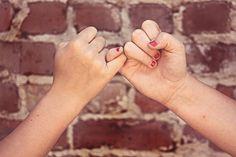 ابحث في عروسك عن التكافؤ: لا تتزوّج امرأةً ترى أنّها تسدي إليك معروفاً بزواجها منك، واعلم أنّك إذا فعلت ذلك فسوف تتحوّل حياتكما الزوجية إلى نكد دائم وتعاسة مستمرّة، فإمّا أن ترضخ لزوجتك باعتبارها صاحبة المعروف والشريك الأعلى، وبذلك تفقد اعتبارك وإحساسك بالأهميّة، وإمّا أن تطالب بحقك في القوامة والريادة والمسؤولية، وعند ذلك لن تخضع لك شريكتك لأنّها تنظر إليك على الدوام نظرةَ الشريك الأدنى؛ ففي كلا الحالين سوف تنشأ المشكلات، والسلامة ألّا تقدم على مثل هذا #الزواج