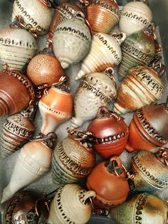 This amazing photo is genuinely a magnificent design philosophy. Ceramic Pots, Ceramic Clay, Ceramic Beads, Ceramic Pottery, Button Ornaments, White Ornaments, Clay Ornaments, Christmas Ornaments, Ceramic Christmas Decorations
