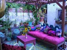 28 Absolutely dreamy Bohemian garden design ideas When decorating your outdoor space, a Bohemian garden theme is a popular look that can give your space some bright and playful aesthetics. Bohemian House, Bohemian Patio, Bohemian Decor, Bohemian Style, Boho Chic, Bohemian Garden Ideas, Shabby Chic, Boho Gypsy, Gypsy Decor