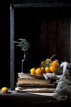 Delicious tomatoes and vintage books | #books #reading #interiors | www.notjustpowder...