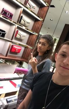 Zendaya and Tom Holland at the mall. Zendaya Coleman, Dc Memes, Marvel Memes, Marvel Dc, Brooklyn Nine, Tom Holland Zendaya, Zendaya Style, Tom Holland Peter Parker, Tommy Boy