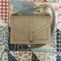 F21 purse Pre-loved forever 21 purse. In good condition without noticeable stains. Feel free to ask any questions! Bags Crossbody Bags