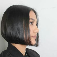 Canapés of long hairstyles Bob; It is, in the first place, among the hair styles that all ladies love very much. Models that can create very different designs with hair colors like sweep and shadow are very cool. Canapés of long bob… Continue Reading → Asymmetrical Bob Haircuts, Choppy Bob Hairstyles, Bob Hairstyles For Fine Hair, Middle Hairstyles, African Hairstyles, Black Hairstyles, Medium Hair Styles, Curly Hair Styles, Long Bob