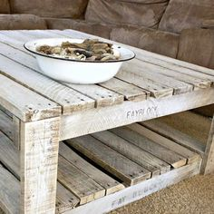 Whitewash+A+Pallet+Table+#howto+#tutorial