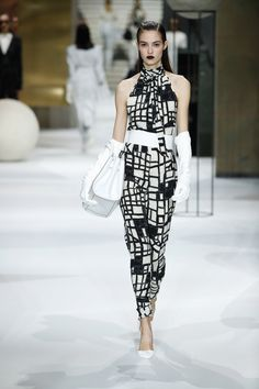 http://www.vogue.com/fashion-shows/pre-fall-2017/max-mara/slideshow/collection