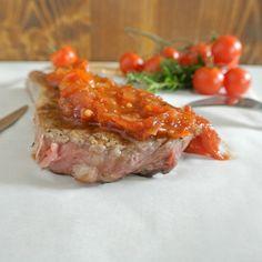 Roastbeef, Zwischenrippenstück oder österreichisch Beiried ist ein Teilstück des Hinterviertels vom Rind zwischen der Hochrippe und der Hüfte. Gebratenes Beiried mit Tomaten-Kräuter-Relish Rezept