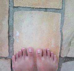 Ponha os pés no chão.