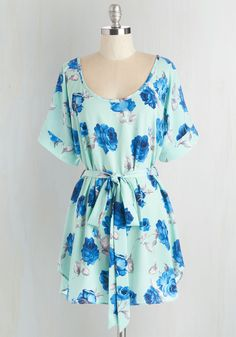 Medium Format Memory Tunic in Mint Floral. Zoom in on that group shot to admire yourself in this delightful mint tunic! #blue #modcloth
