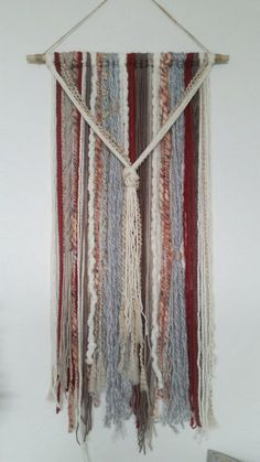 This tapestry makes a great wall decor! Sizes: Medium: Length 18 x height 32 Medium/large: Length x height 32 Large: Length x height 32 Extra large: Length x height 32 *The height or vertical length is Yarn Wall Art, Yarn Wall Hanging, Wall Hangings, Yarn Crafts, Diy Crafts, Macrame Projects, Macrame Art, Macrame Knots, Mobiles
