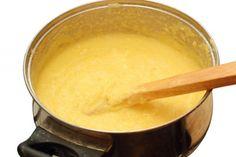 Mit dem Polenta-Grundrezept ist die Zubereitung der beliebten Beilage ein Kinderspiel. Das Rezept lässt sich mit verschiedenen Zutaten variieren.