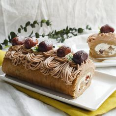 Carrot cake with caramelized nuts - HQ Recipes Sweets Recipes, Cookie Recipes, Desserts, Swiss Roll Cakes, Fruit Cake Design, Kawaii Dessert, Ice Cream Cookies, Cake Tins, Savoury Cake