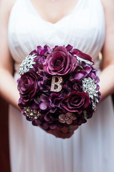 gorgeous bouquet with a pretty brooch  http://rstyle.me/n/jt7thpdpe