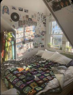 Indie Room Decor, Cute Room Decor, Aesthetic Room Decor, Indie Living Room, Room Ideas Bedroom, Bedroom Decor, Bedroom Inspo, Chill Room, Grunge Room
