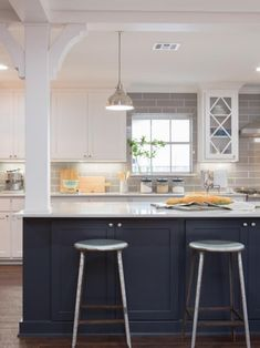 The Upside To Black And White Kitchen Farmhouse Joanna Gaines 79 – walmartbytes - Modern Home Kitchens, Fixer Upper Kitchen, Kitchen Remodel, Kitchen Design, Kitchen Inspirations, Joanna Gaines Kitchen, Dream Kitchen, Simple Kitchen, Modern Farmhouse Kitchens
