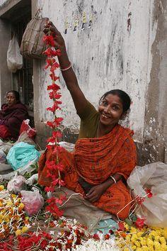 Flower seller, Calcutta☆ ◦●◦ ჱ ܓ ჱ ᴀ ρᴇᴀcᴇғυʟ ρᴀʀᴀᴅısᴇ ჱ ܓ ჱ ✿⊱╮ ♡ ❊ ** Buona giornata ** ❊ ~ ❤✿❤ ♫ ♥ X ღɱɧღ ❤ ~ Tues 24th Feb 2015