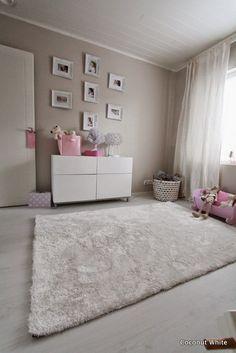 Coconut White: Valkoinen Paris-matto nuoremman tytön huoneessa