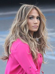 Jennifer Lopez's Stunning Highlights — What To Ask Your Colorist - Jennifer Lopez's Hair On 'American Idol' — Rocks Stunning Highlights – Hollywood Life - Jennifer Lopez Hair Color, Corte Y Color, Brown Blonde Hair, Golden Blonde, Blonde Highlights, Blonde Balayage, Hair Dos, J Lo Hair, Great Hair